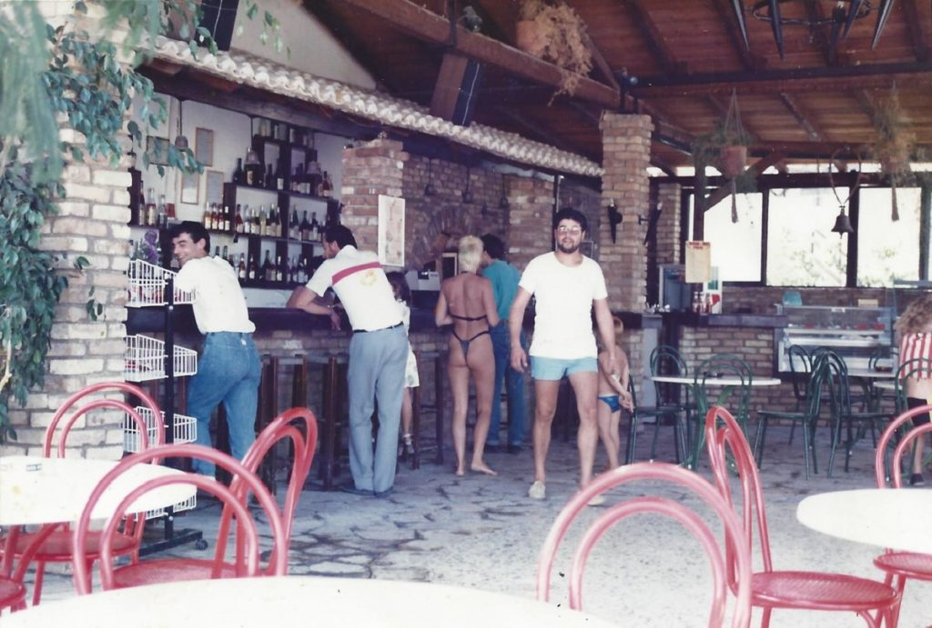 Ete 1989 – Το Le bar et snack bar de l' hotel Iliada Beach.